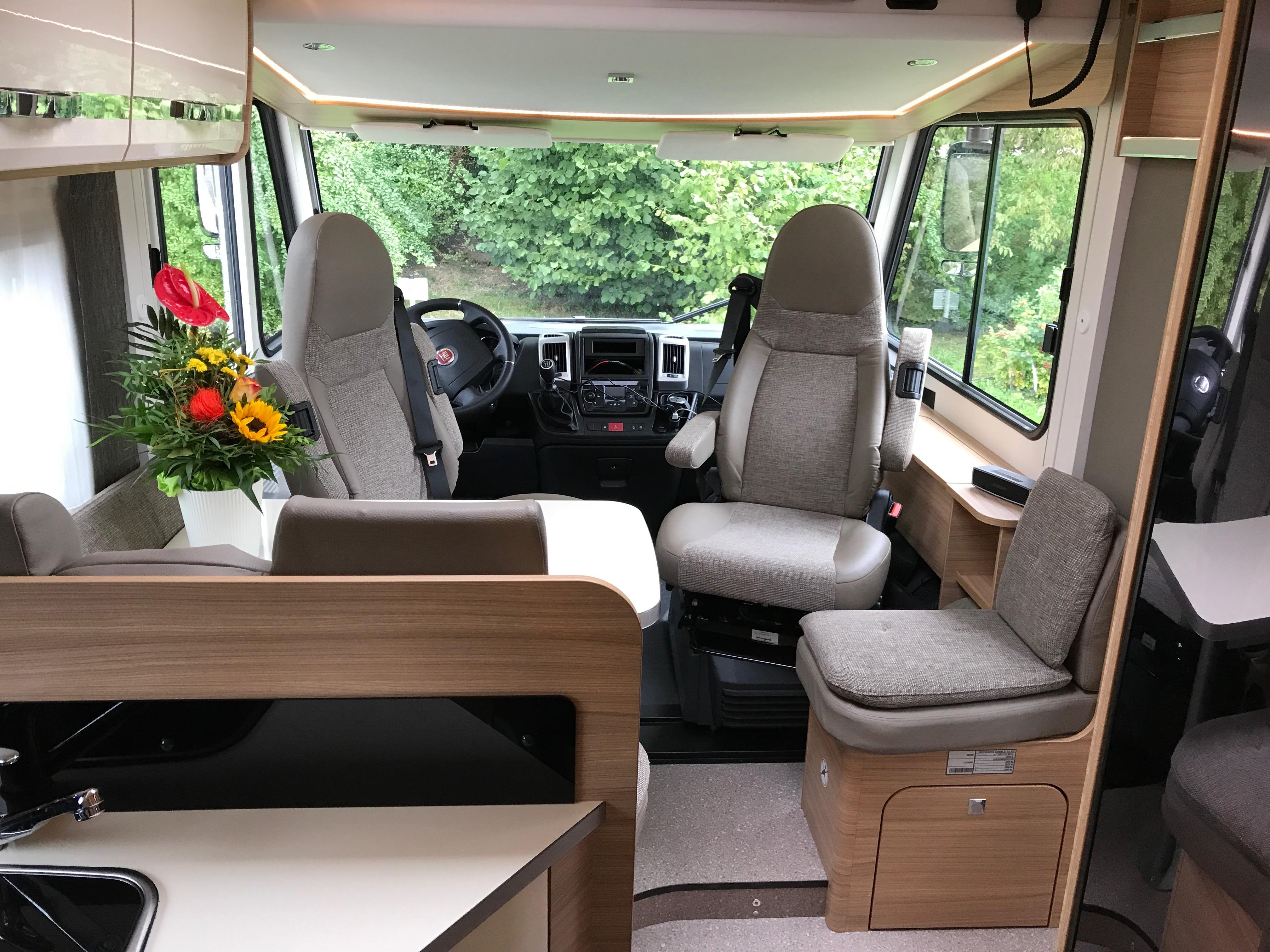wohnmobilvermietung luxus auf r dern. Black Bedroom Furniture Sets. Home Design Ideas